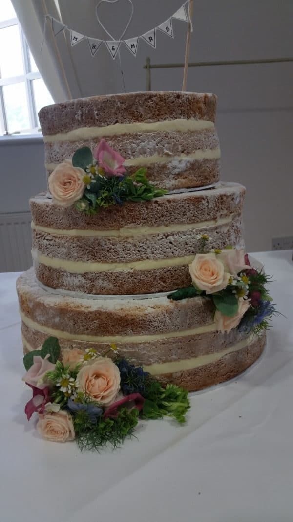 Naked Cake with Freash Flowers 1