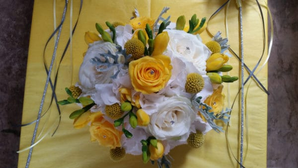 Brides Bouquet yellow and white 1