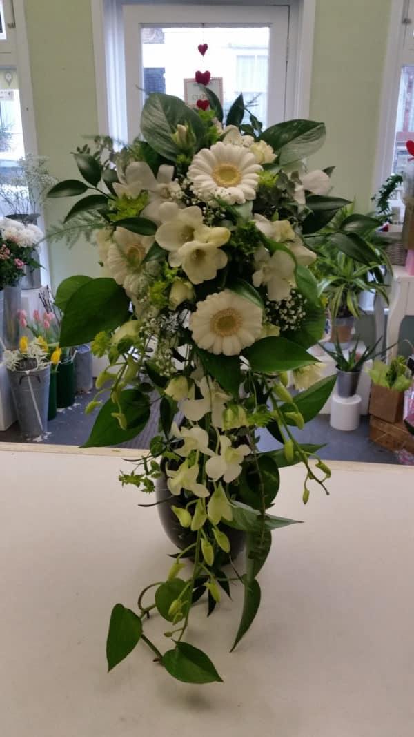 Tear drop Bouquet white 1
