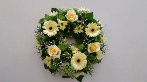 Wreath in Cream and Green 1