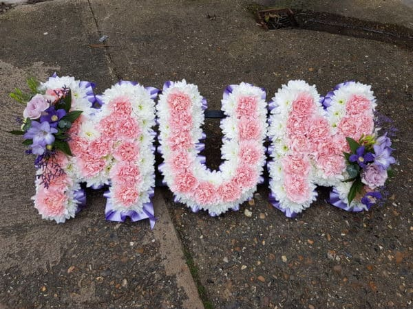 Mum Lettered Frame with Carnation Centre 1