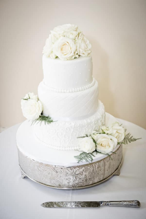 Wedding Cake in Ivory Flowers 1